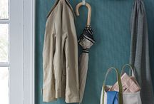 Organize Entryways / Learn how to organize your mudroom or front entrance with these creative organizing tips and ideas for entryways.