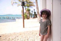 """-Tropical Mood- / Ambiance tropical ! Les maillots de bain Jours après Lunes s'associent à la très jolie marque Enfance Paris pour créer une box valise """"prêt-à-partir"""" pour toutes celles qui partent loin, très très loin..."""