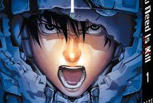 """All You Need Is Kill (série terminée) / L'humanité est engagée dans une guerre sans précédent. Son ennemi : une civilisation extraterrestre connue sous le nom de """"Mimic"""", déterminée à exterminer toute vie humaine. Sur l'île de Kotoiushi, armées japonaise et américaine tentent de lutter contre cette invasion de monstres redoutables. Mais parmi tous les soldats, seul le jeune Keiji Kiriya semble revivre indéfiniment la même bataille..."""
