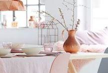 Kleurinspiratie voorjaar 2018 / De zomer is bijna ten einde. Verander jij jouw interieur graag mee met het seizoen? Hier vind je kleurinspiratie gebaseerd op het najaar. De kleuren die dit najaar centraal staan zijn: zachtroze, perzikoranje, groen, bruin en citroengeel!