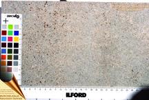 Naturstein-Bearbeitungen / Unterschiedliche Naturstein-Oberflächenbearbeitungen im Vergleich