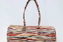 Le borse e gli orecchini di Flavia C. Accessories / Creazioni artigianali in tessuto curate nei particolari. Orecchini in chiacchierino a navetta.