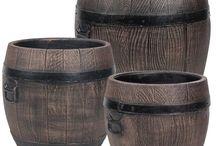 Pot de fleurs Roto / Ce pot de fleurs rond Roto en PVC, à l'allure d'un pot de fleurs en bois, ne nécessite pas d'entretien. De part son esthétique, il s'accordera parfaitement à votre récupérateur d'eau Roto.