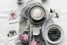 чай, кофе, круасаны