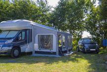 Les emplacements de camping / Le camping Yelloh Village La Plage propose des emplacements pour tentes et camping cars