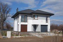 """Projekt domu Tytan / Projekt domu Tytan to projekt piętrowego domu, przeznaczonego dla 4-5cioosobowej rodziny. Projekt przeznaczony jest dla Inwestorów chcących mieszkać w domu """"bez skosów"""", którzy dysponują niewielką parcelą."""