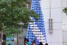 Árbol de Navidad Metrogas 2016 / Árbol de Navidad Metrogas. El Golf, Santiago. Chile. Más de 17.000 bolsas plásticas reutilizadas. [Equipo de Diseño & Montaje Tetralux + ISAR].