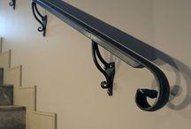 Кованые перила на лестницу / Кованые лестничные ограждения с элементами стального литья изготовлены и смонтированы нашей компанией в жилом частном доме. Проект Итальянского архитектора Энрико Бертолотти. Производство Метал Мэйд.