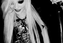 Taylor Momsen ***