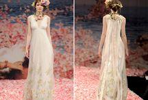 Brautkleid Einzelstücke / Hier findet Ihr unsere feinen Brautkleid Einzelstücke, die wir liebevoll und sorgfältig für Euch ausgesucht haben!