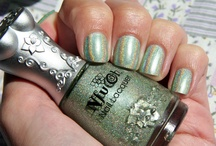 What's On My Nails / What I have on my nails right this second! I will update this every time I change my manicure :) / by jamie