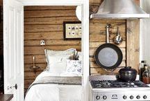 Hirsitaloon keittiö / Old log House kitchen