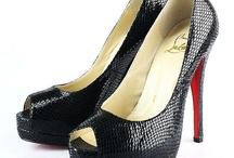 Dress my feet... / by Laura Lema
