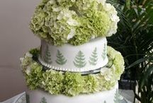 Wedding Cake Florals / The use of real flowers on your wedding cake can be stunning.