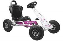 Kettcar, Go Kart, Go-Kart alle Tretfahrzeuge / Kettcar und GoKarts sind bei den Kleinkindern, die über 3 Jahre alt sind für draußen geradezu ideal. Schnell mal über die Piste und los geht's.
