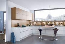Kuchnie: Ściana nad blatem kuchennym – czym ją wykończyć?
