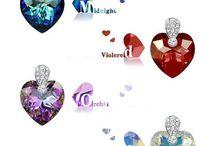 Bijoux cristal de Swarovski / Des bijoux fantaisie de luxe brillants avec des cristaux de swarovski ou des pierres swarovski elements. Des idées cadeaux pour un bijou de luxe abordable. Bracelets, collier, pendentifs et boucles d'oreille clous brilleront de mille éclats.