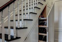 lépcső alatt