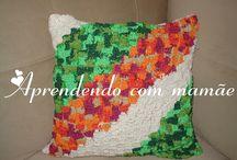 Almofada em crochê diagonal feito com barbante EuroRoma