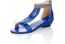 Low Heel Sandals / by Weenfashion.com