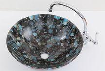 ガラス製洗面ボウル / ガラス製のおしゃれな洗面ボウル、洗面器をご紹介しています。洗面所や洗面台のリフォームなどにおすすめです。