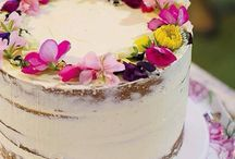 Making Pearl's cake / Semi-naked Chocolat layer cake with Swiss chocolate buttercream filling, blackberry buttercream  covering; blackberries, Meringues, sugar flowers & peach/plum blossoms decoration; sparkler candles; crumbled freeze dried strawberries