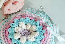 Frame crochet clutch