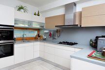 Interiér rodinného domu / Realizace interiéru části rodinného domu - kuchyň s jídelnou, obývací pokoj a vstupní prostor s předsíní.