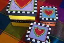 cajas con muchos colores