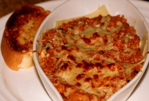 Chicken Lasagna / This chicken lasagna recipe is made with white sauce and a tomato based sauce, along with Parmesan and Mozarella cheeses. Enjoy this lasagna with crusty bread and a tossed salad. Visit us @ http://bestlifeblueprint.bizblueprint.com/healthy-recipies/chicken-lasagna