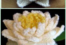 вязанные цветы и салфетки