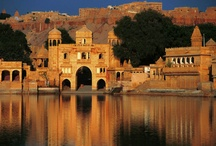 Rajasthan / Rajasthan - the Land of Rajas and Maharajas, is aptly named, is a glee for every tourist who makes up to this place. Its magnificence and capricious charisma of the impregnable fortress and palaces, magnificent lakes, striking wildlife, golden hued deserts, the mesmerizing culture  that illustrates the sagacity of courage, pride and respect,  all blend together to furnish Rajasthan tourism a top notch place in the world. Rajasthan is located in the North Western part of India.