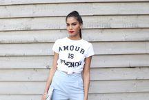 T-shirt Blanc / Classique et incontournable, le t-shirt blanc est un indémodable du dress code féminin.