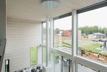 Vuoreksen Kuutiot Moodboard / Elämää tämän päivän pikkukaupungissa, luonnon lähellä. Moderni design, ympäristöystävällisyys, luonnonvalo. Hyvinvointi ja yhdessäolo. Sitä on Vuoreksen Kuutiot, uusi ekologisen design-rakentamisen projekti Tampereen Vuoreksessa.   Alue rakentuu Vuoreksen Koukkurantaan, ja se koostuu 21 omakotitalosta. Arkkitehtisuunnittelusta vastaa arkkitehti SAFA Janne Kantee, ja talot toteutetaan Honkatalojen ekopuutaloina. Toteutustapana on ryhmärakentaminen. Tule Sinäkin mukaan!