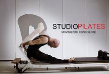 Pilates reformer workout / Fotografías artisticas de ejercicios realizados con maquinas de pilates, reformer y silla wunda.