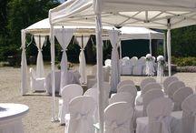 Hochzeit im Zelt im Garten