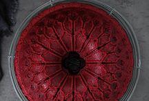 Szín: vöröses, bordós