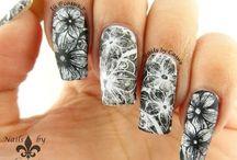 nail dyr