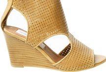 Shoes / by Designers-United.com