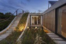 Nachhaltiges Haus um einen senkrechten Garten gebaut
