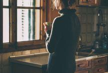 November Mood / Il gelo sta arrivando inesorabilmente e lo osserviamo dalla finestra:  una luce fredda che al contempo rende l'atmosfera rassicurante e intima. E' tempo di riscaldarsi sotto il piumone!