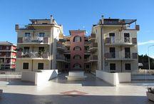 """PINETO - Quartiere dei Poeti / PINETO - Quartiere dei Poeti  """"Nuda proprietà"""" di appartamento posto al piano primo di piccolo condominio: salone, cucina, tre camere matrimoniali, doppi servizi e garage.  Ottimo investimento € 88.000,00"""