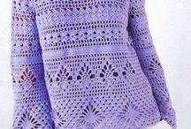 fialový háčkovaný svetřík