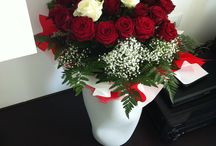 Rose / 27 rose rosse 3 bianche in vaso artigianale