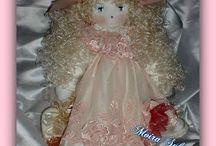 MATILDE / MATILDE Bambola con arti flessibili, occhi in cristallo swarovski h cm 42, cuciture nascoste, scarpine e rifiniture lavorate ad uncinetto. PIZZO PREGIATO...profumata al borotalco. CUCITA A MANO CON AGO E FILO.