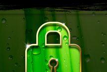 Green iPhone 4 lock screen