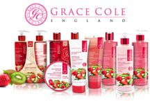 Grace Cole / Výrobky kolekce Grace Cole byly oceněny v kategorii přípravků na tělo, do koupele a dárkových kosmetických setů pro domácí použití. Hlavní předností této značky je vlastní výroba vysoce kvalitních kosmetických produktů jako jsou tělová mléka či krémy, sprchové gely, krémy na ruce nebo balzámy na rty přímo ve Velké Británii.