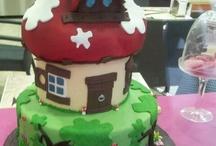 tartas y chuches / Tartas decoradas con imaginación y con mucho amor. Chuches en tartas, en brocheta o ramos, siempre chuches que alegran un momento especial. / by M Jose Castiella