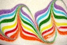 Great cookie decorating techniques with Royal Icing. It's called marbling, feathering or swirling,