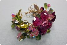Brasalet,  pulseras  o collares hechos a mano / Joyeria  etnica, compuesta  de  varios elementos